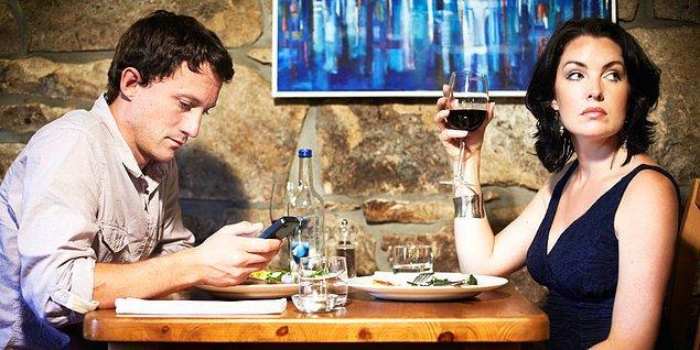 10. Yemekte telefonla uğraşır mısın?