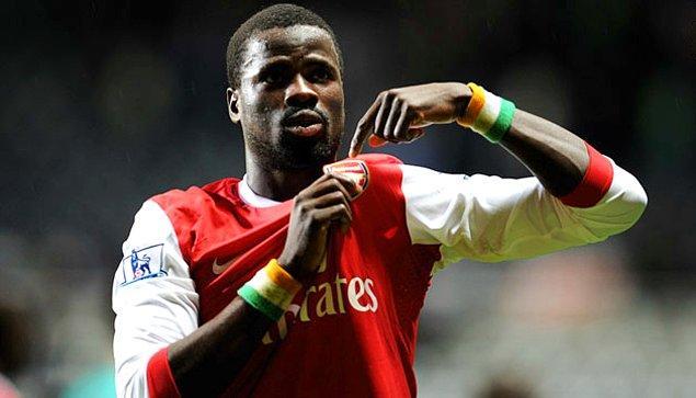 Belçika'da gösterdiği performansla dikkatleri üzerine çekti ve Arsen Wenger'in isteğiyle Arsenal'a transfer oldu.