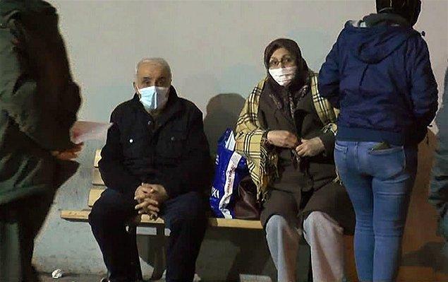 Önceki gece yayılan kokuyu soluyan 97 kişi hastaneye kaldırıldı. Bu kişilerin 62'si dün sabah taburcu edildi. 35'inin de tedbir amacıyla hastanede tutulduğu aktarılıyor.