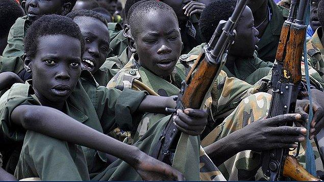 Orta Afrika Cumhuriyeti'nde 2013'teki darbeden bu yana süren mezhep çatışmalarının ortasında kalan çok sayıda çocuk tecavüze uğradı, öldürüldü ya da silahlı gruplara katılmaya zorlandı.