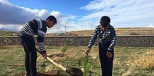Bozkırda Bir Vaha Hayal Ettiler! İki Çocuktan Yetişkinlere Örnek Olacak Ağaçlandırma Eylemi