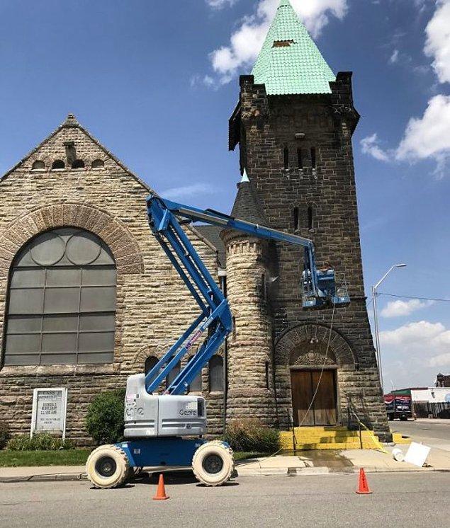 12. Detroit'te bulunan bu kilise ömründe ilk kez temizleniyor.