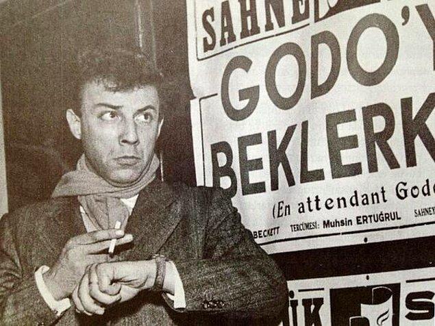 Özkul, Bakırköy'de bulunan Halkevi'nde oyunculuğa adım attı.