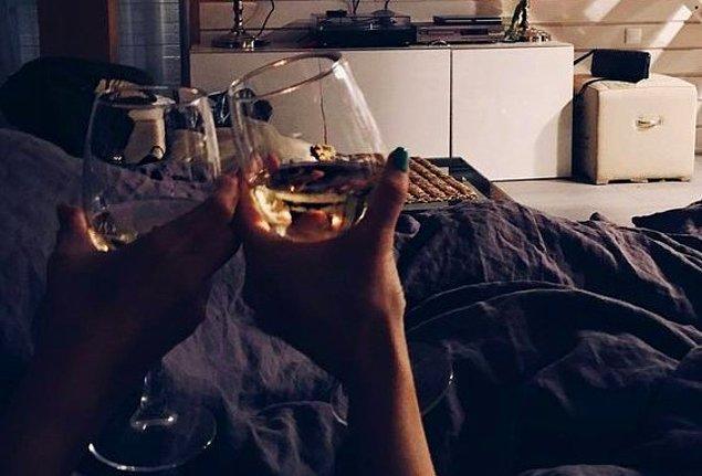 18. Belki de tek ihtiyacınız rahat bir eşofman ve biraz şaraptır.