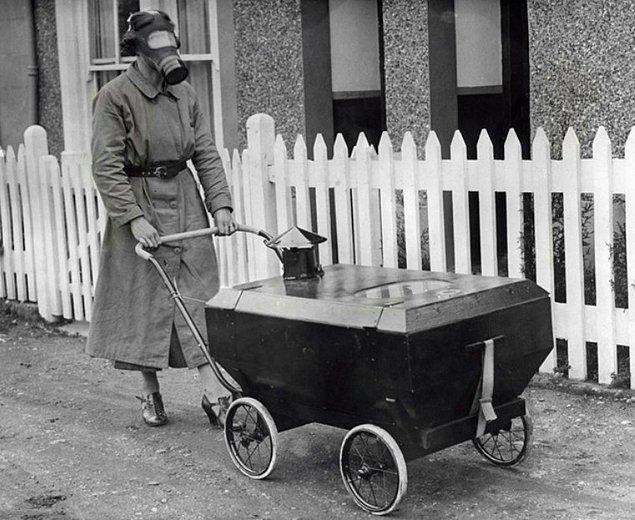 1. Gaz maskeli bebek arabası