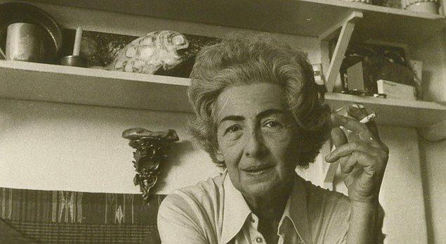 Ömrünün neredeyse son 40 yılını bu sanata adayan Füreya Koral 1992'deki Gölge Oyunları adlı filmde de rol aldı.