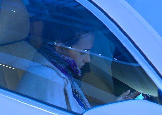 9. Bu sırada Mustafa Sandal'ın eşi Amina Sandal ise ince ince gözyaşı döküyordu.