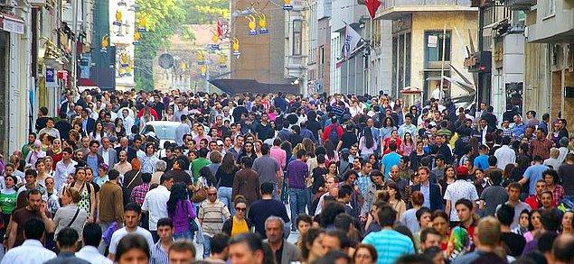 """1. Türkiye'nin nüfusu 70 milyon 586 bin 256 kişi olarak açıklandı. """"70 milyon bizi seyrediyor"""" lafı o zamanlara tekabül eder..."""