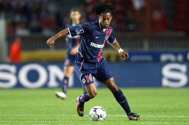 Gremio forması altında gösterdiği performansla kısa sürede Avrupa'nın büyük kulüplerinin dikkatini çekmeyi başaran Brezilyalı futbolcu, 2001 yılında PSG'den gelen teklifi hiç düşünmeden kabul edip Avrupa'nın yolunu tutmuştu.