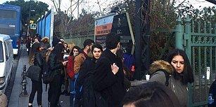 Öğrenciler Saatlerce Atatürk Kitaplığı'nın Kapısında Bekliyor: 'Taksim'e AVM Değil, Kütüphane Lazım'
