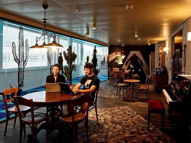 Western Lounge ise daha çok eski bir Teksas barı gibi dekore edilmiş.