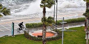 Kordon Dev Dalgalar ile Sular Altında Kaldı: Objektiflere Yansıyan Görüntülerle İzmir'de Fırtına ve Yağış