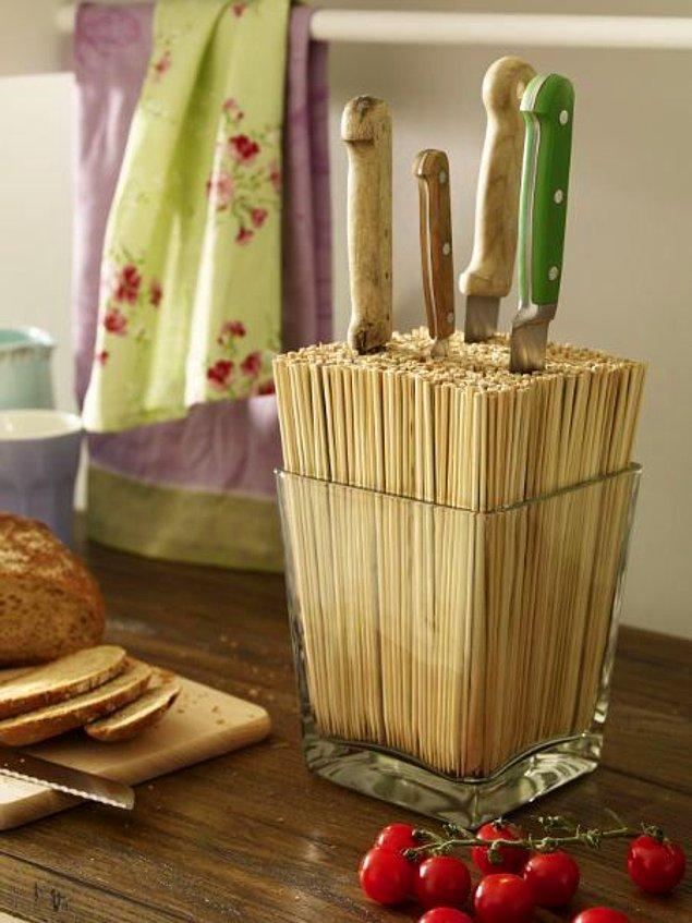 9. Bambu çubuklardan yapılmış bir bıçaklık...