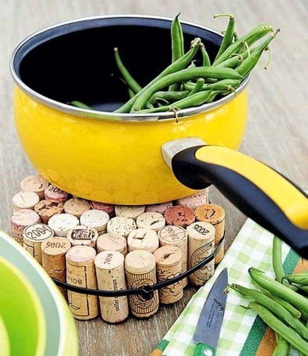 10. Şarap şişelerinin mantarları sandığınızdan daha kullanışlı.