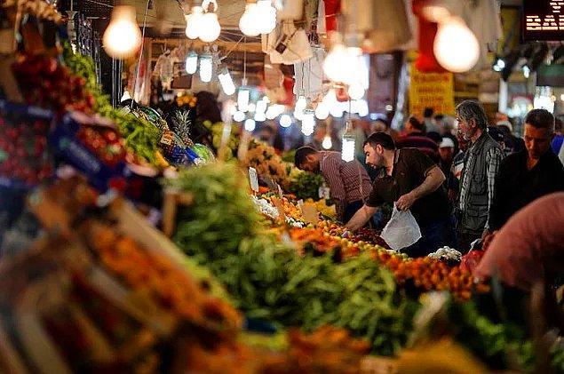 Ocak ayında en yüksek fiyat artışı yüzde 25,11 ile salatalıkta, en fazla fiyat düşüşü ise yüzde 14,41 ile karnabaharda oldu.
