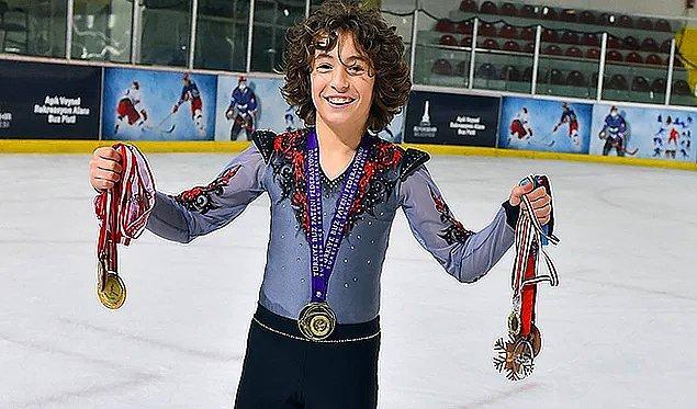 3. Gurur duyuyoruz: 12 yaşındaki Efe Çetiz, buz pateninde dünya rekoru kırdı.