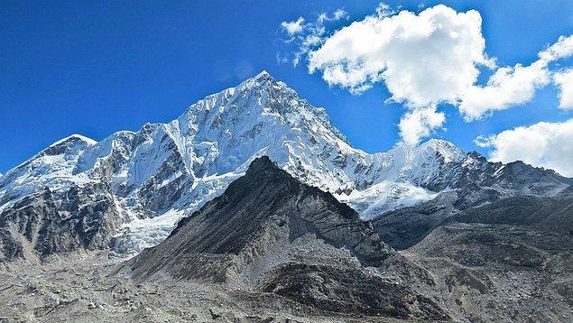 6. Bölgedeki devam eden tektonik aktivitelerden dolayı, dağ her yıl 4 milimetre yükselmektedir.