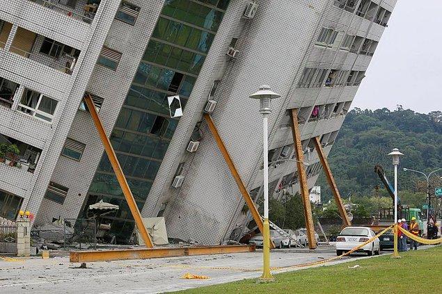 8. Büyük deprem sonrası bölge 100'den fazla artçı deprem ile sarsıldı.