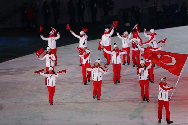 Türk sporcular da BTS'in DNA şarkısı eşliğinde yürüyüşünü tamamladı.
