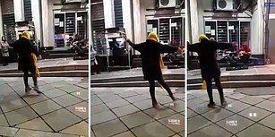 Kadınların Dans Etme Yasağına Rağmen İran'da Sokakta Dans Eden Cesur Kadın