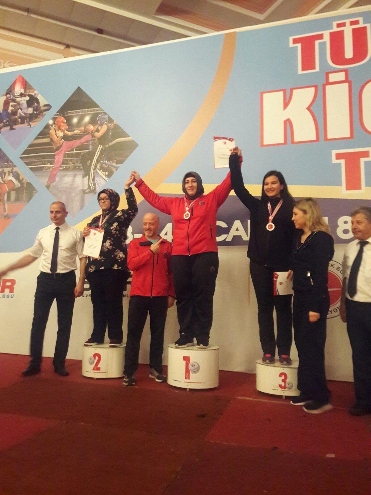Dul Kadınsın Evde Otur Demişlerdi: Kick Boks Şampiyonu Gülsüm Özenin Sıradaki Hedefi Avrupa 51