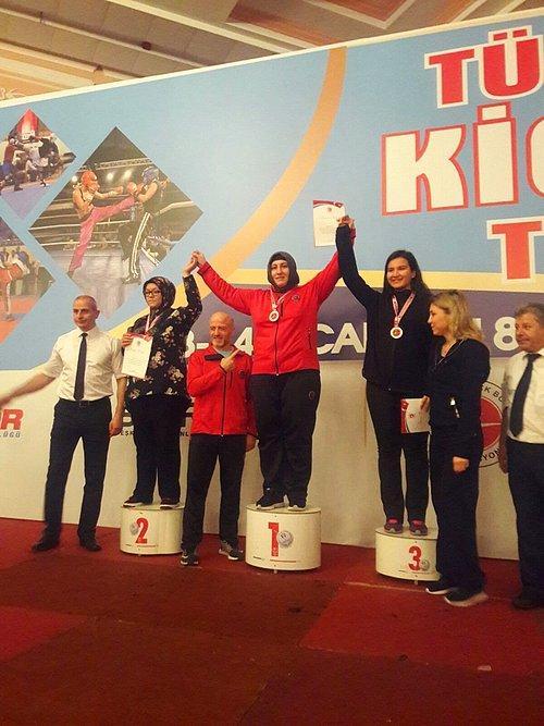 Dul Kadınsın Evde Otur Demişlerdi: Kick Boks Şampiyonu Gülsüm Özenin Sıradaki Hedefi Avrupa 88