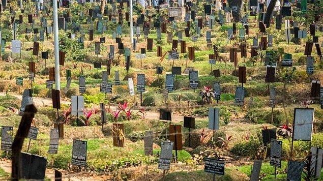 Bu sorunu yaşamak istemeyenler için yarı-kalıcı olan mezarların ücretleri yaklaşık 20 bin dolar.