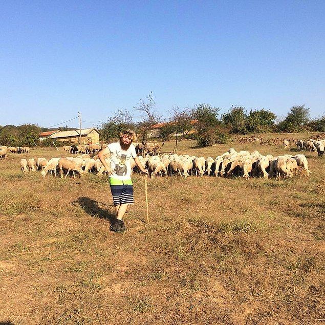 Beş ay kadar süren bu düşüncelerin ardından Rize, Fethiye'de bir koya kaçmaya karar vermiş.