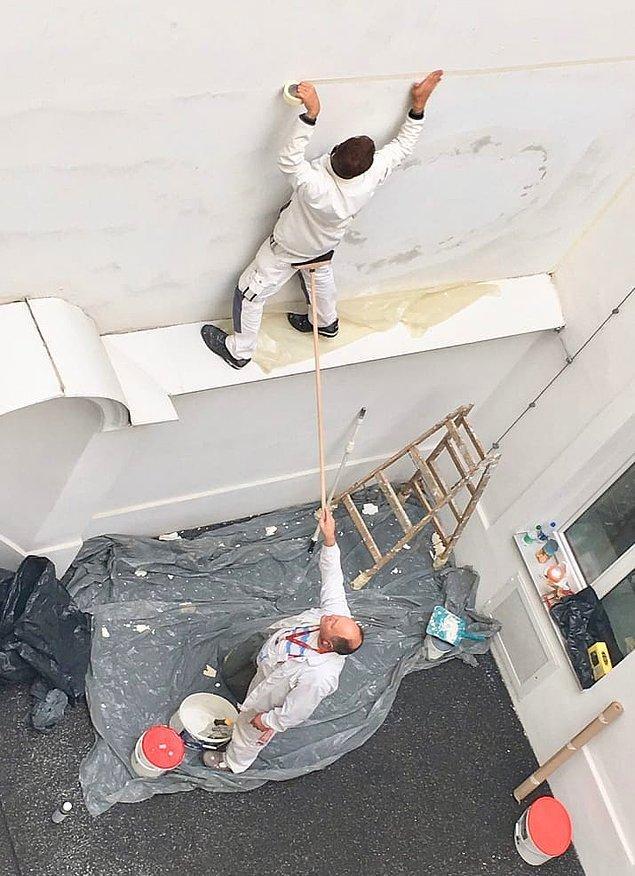 1. İlk olarak bu iki boya işçisinin duruşu hepimizi gerdi.