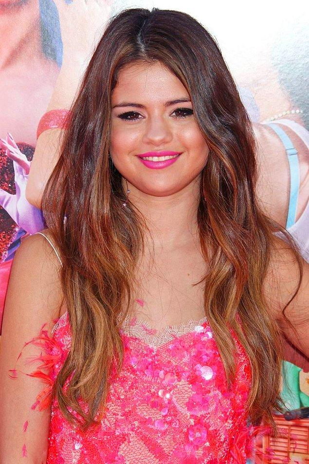 Çok fazla farklı renklere yönelmiyor, yeniliklerini ağır adımlarla gerçekleştiriyordu Selena.