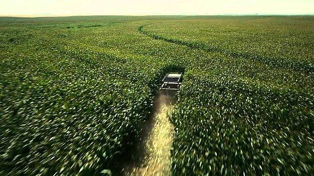 3. Yıldızlararası'nın ünlü yönetmeni Christopher Nolan herhangi bir mısır tarlasına zarar vermemek için mısır ekmiş. Film için kullandıktan sonra tarlaların hasadını satmış ve ek gelir elde etmiş.