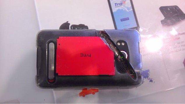 """23. """"Bu cep telefonu, bir işçinin bacağını elektrikli testereden kurtardı."""""""