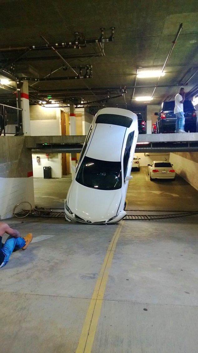 """29. """"İşe geç kalmak hayatımı kurtardı. Evden 2 saniye sonra çıksam bu araba tepeme düşecekti."""""""