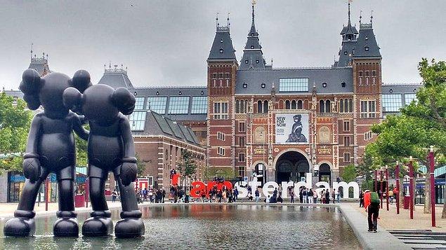 Çiftlerin Gözdesi Amsterdam, Belgrad ve Paris