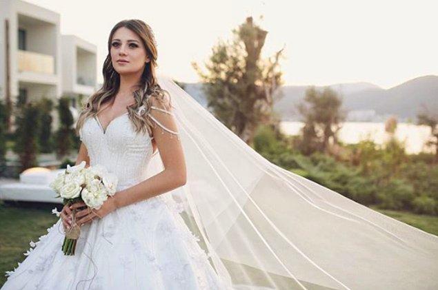 Gizem Karaca, geçtiğimiz aylarda iş adamı sevgilisi Kemal Ekmekçi ile evlendi ve gelinliği de çok konuşuldu.
