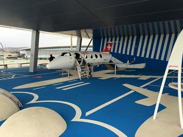 9. Zürih Havalimanı'nda çocuklar için bir oyun alanı 👇😍
