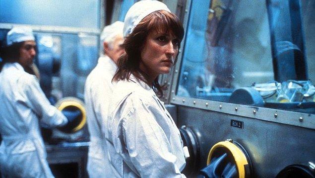 5. Meryl Streep'in bir kimya teknisyeni olan Karen Silkwood'u canlandırdığı, gerçek bir hikâyeden uyarlanan Silkwood adlı film 1984'te usta oyuncuya beşinci adaylığını getirirken...