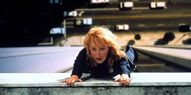 9. 2016 yılında yitirdiğimiz evrenlerin prensesi Carrie Fisher'ın yarı-otobiyografik romanından uyarlanan Yaşamın Kıyısından Kartpostallar filmi ise 1991 yılında Streep'e dokuzuncu Oscar adaylığını getirdi.