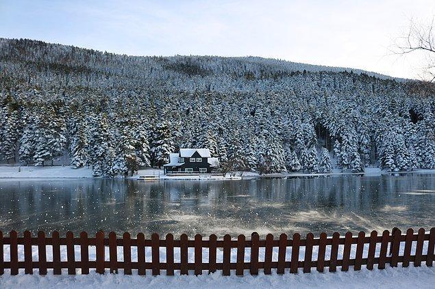 Bolu'nun 13 km güneyinde bulunan bir göl: Gölcük.