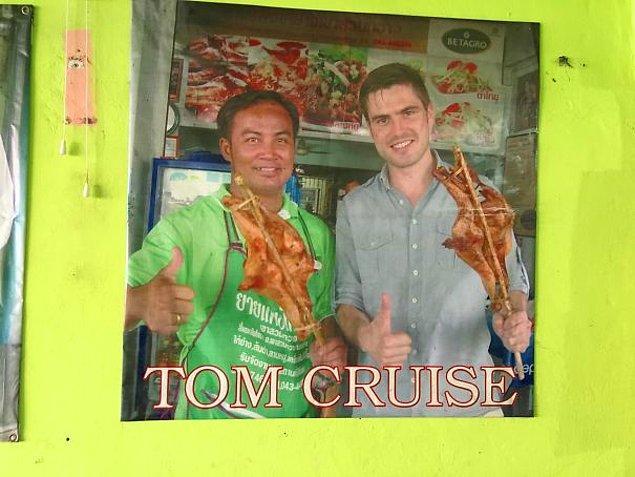 """4. """"Birisi Kuzeydoğu Tayland'da bulunan küçük bir tavuk restoranında Tom Cruise numarası yapmış. Hala orada hatırlanıyor."""""""