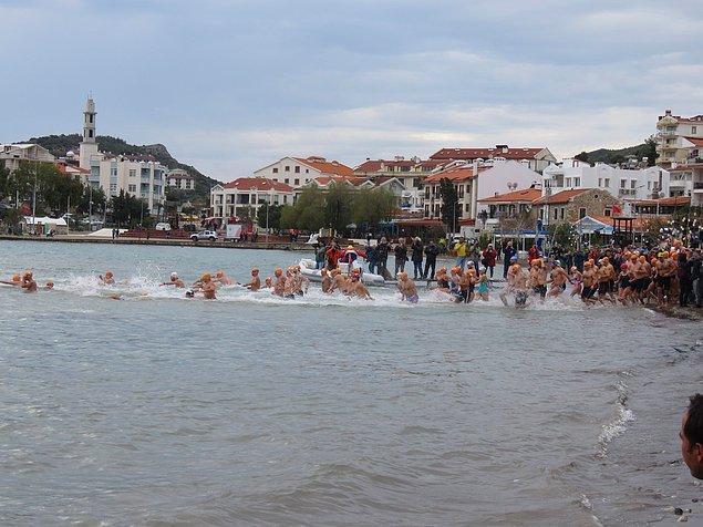 Bu Açık Deniz Kış Yüzme Maratonu Datça'da 12 yıldır yapılıyor.