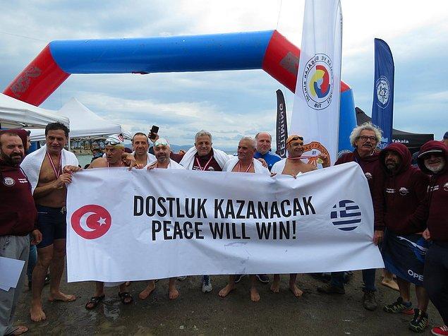 Elbette ki katılanlar sadece Türk değildi... Pek çok milletten yüzücü sırf bu etkinlik için Datça'ya gelmişti. Özellikle de biricik komşumuz Yunanlar!