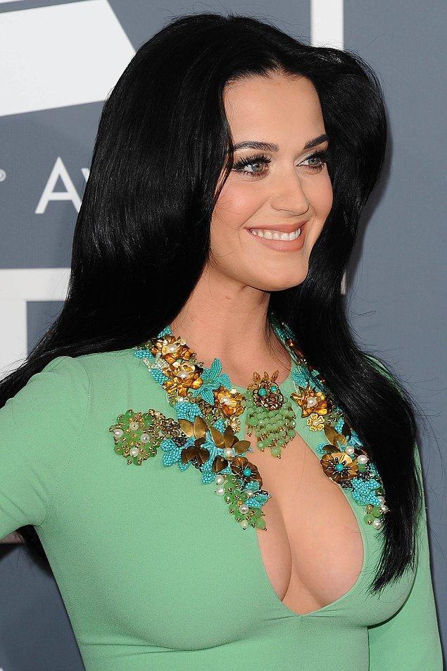1. Sadece saçlarında değil tarzında da devrim yapan Katy Perry bu konuda öncü olabilir.