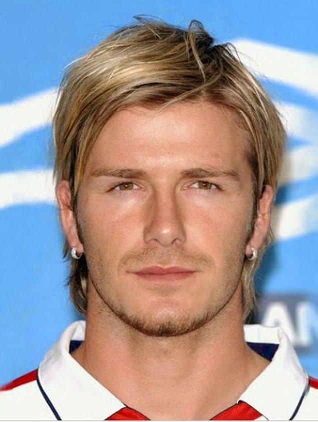 3. David Beckham sıradan erkek saç modellerine gerçekten bir devrim yaparak bu üçgen saç modelini getirmişti. Sonrasını biliyoruz, bir dönem bütün erkek saçları bu şekildeydi.