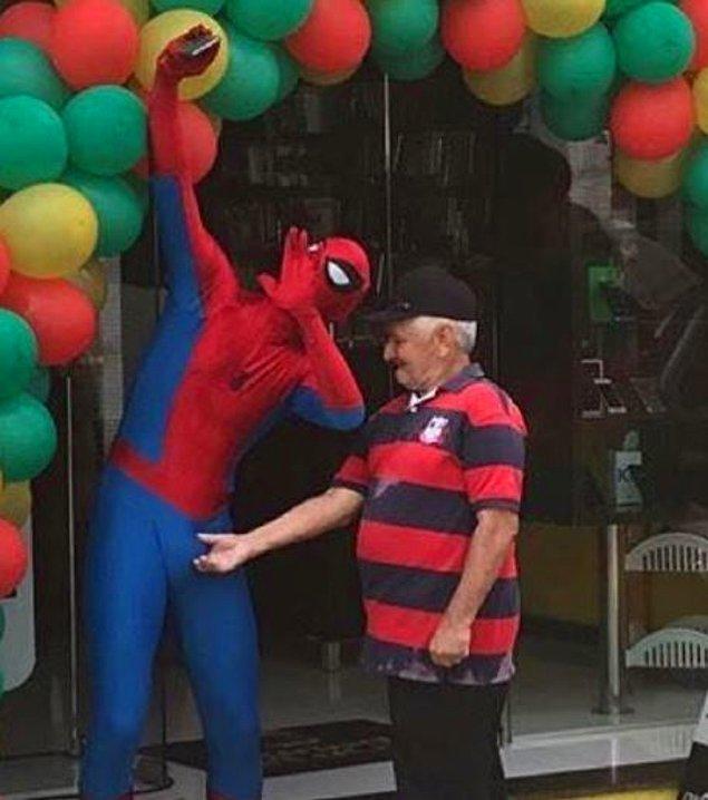 9. Dikkat et Spiderman, minik bir şaka geliyor.