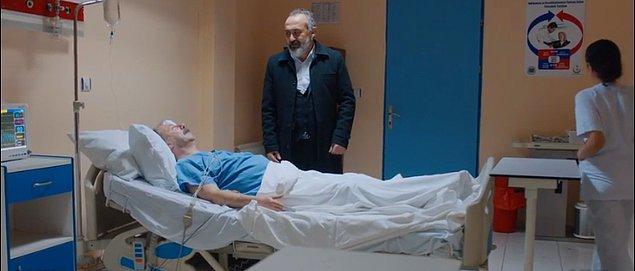 Paşa ise geçen hafta kalp krizi geçirmişti. Onu hastaneye kaldırmışlar. Şu anda Paşa'nın tek istediği şey bir an evvel İdris ile konuşmak.