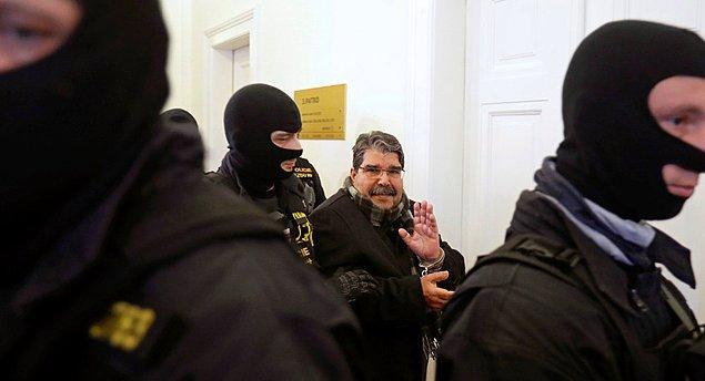 """Çavuşoğlu  ayrıca """"Salih Müslim'in İsveç'in başkenti Stockholm'de olduğu bilgisini aldık. İsveç'e geçici tutuklama talebi bir nota ile İsveç'e iletildi"""" dedi."""
