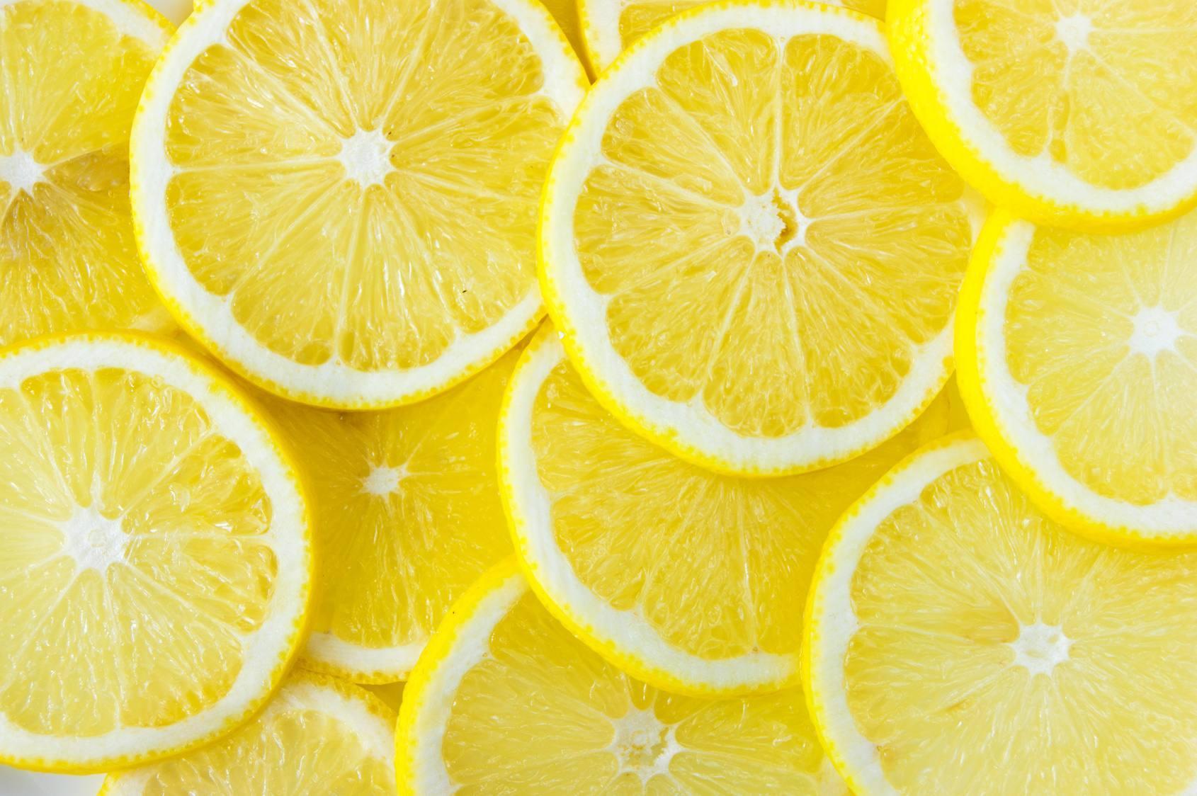 Sabahları Ilık Limonlu Su İçmenin Faydaları Nelerdir