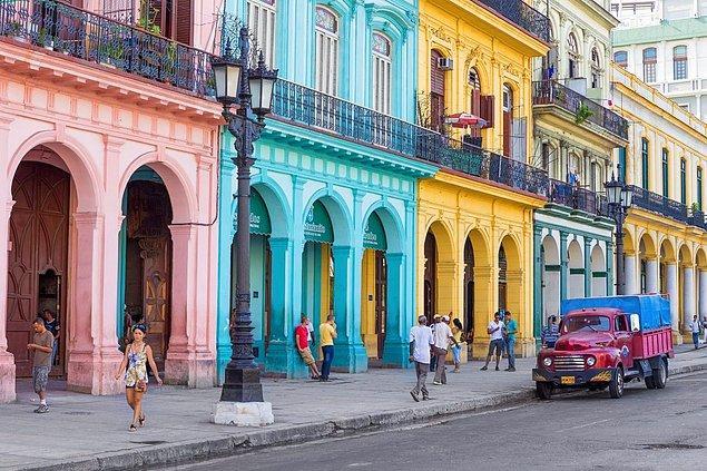 Küba sokaklarında evsiz insanlara rastlamazsınız. Evi olmayanların konaklaması devlet tarafından ücretsiz olarak karşılanır.