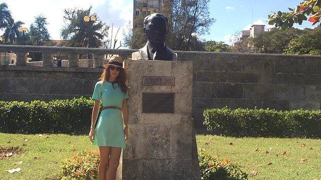 Bu yüzden emperyalizme karşı mücadele vermiş liderleri seviyorlar. Bu liderler arasında ise sadece tek bir liderin heykelini dikmişler, o da Mustafa Kemal Atatürk.